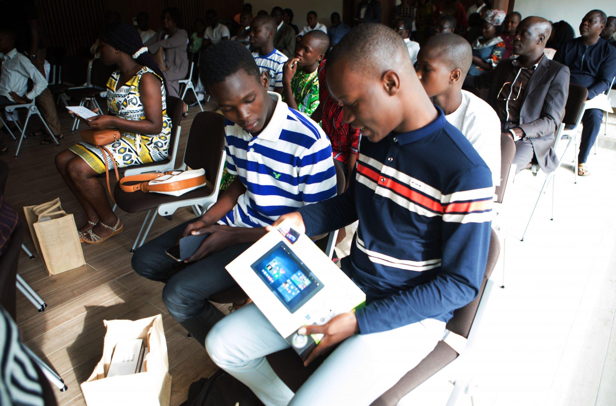 La Fondation Claudine Talon récompense les 50 meilleurs élèves admis au BEPC au Bénin